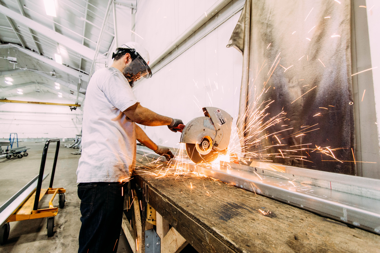 michael browning WbjdcWUyLRQ unsplash - Hvilke fordele opnår virksomheder ved at investere i et exoskelet?