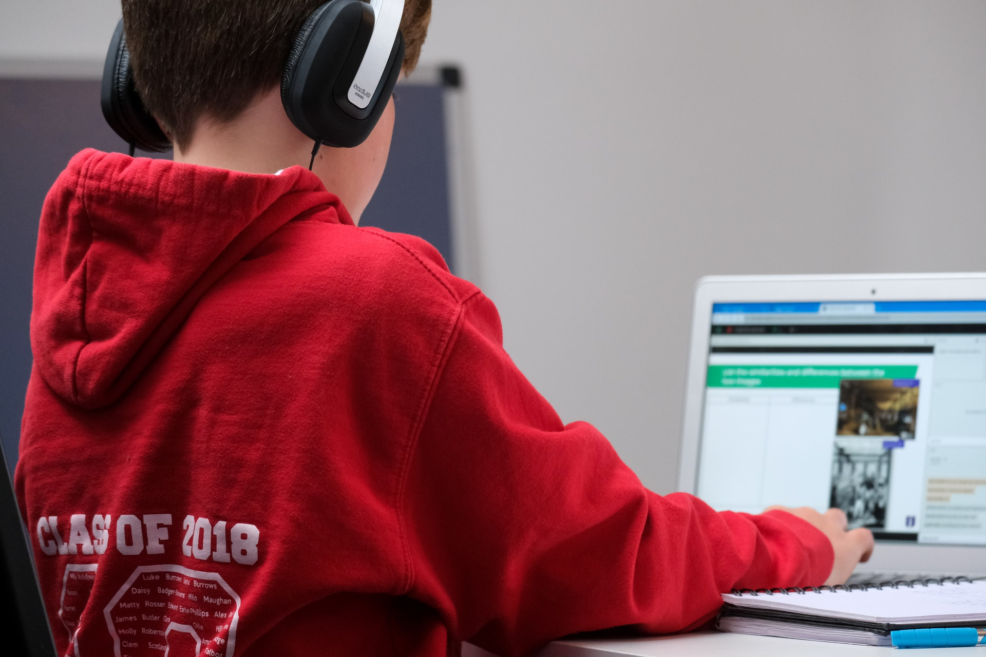 compare fibre JiOFFI3W7IA unsplash - Hold elevers elektronik sikker med et computerskab